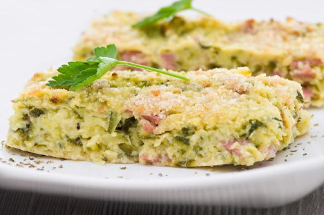 """Frittata al forno, ricca di zucchine: la ricetta """"salvacena"""" per eccellenza!"""