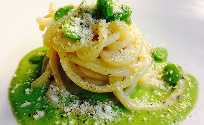 Ricette vegetariane: spaghetti con fave fresche e pecorino