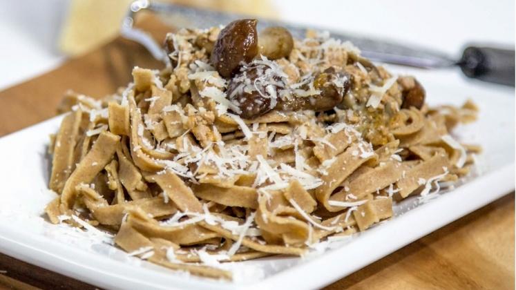 tagliatelle con farina di castagne e funghi porcini ricetta