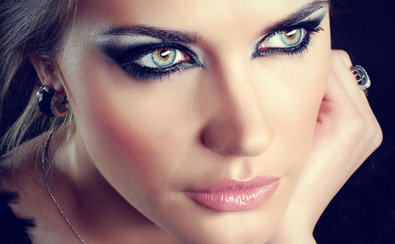 Trucco: smokey eyes con eyeliner nero