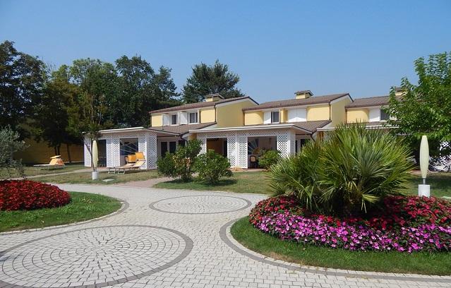 Pra' delle Torri Apart-Hotel---piazzetta-5