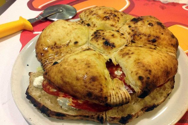 Rosettone di pizza con salame, mortadella e ricotta