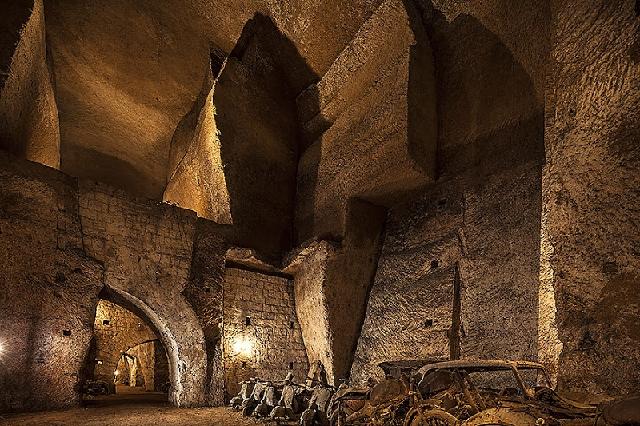 Tunnel Borbonico o Galleria dei Borboni - Napoli