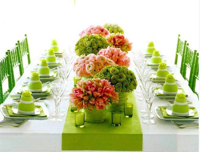 Idee tavola primaverile organizzare una cena o un brunch all 39 esterno - Un ampolla sulla tavola ...