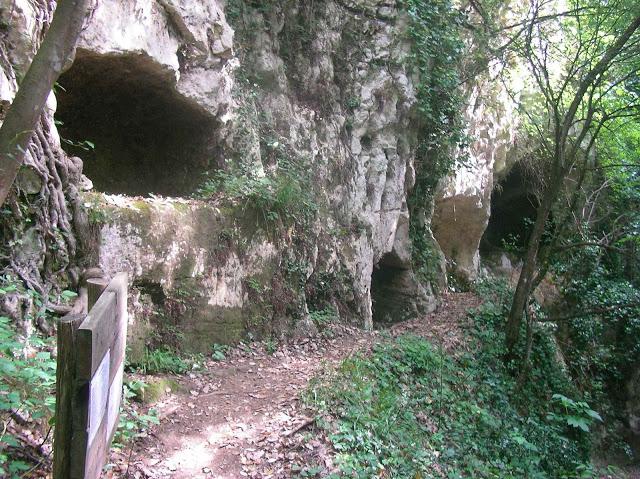 Tombe rupestri -Serramonacesca