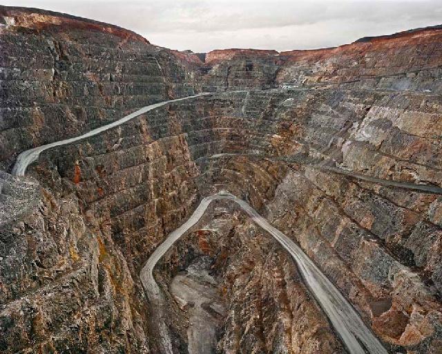 Edward Burtynsky: Miniera a cielo aperto di Super Pit n. 1, Kalgoorlie, Australia Occidentale, 2007