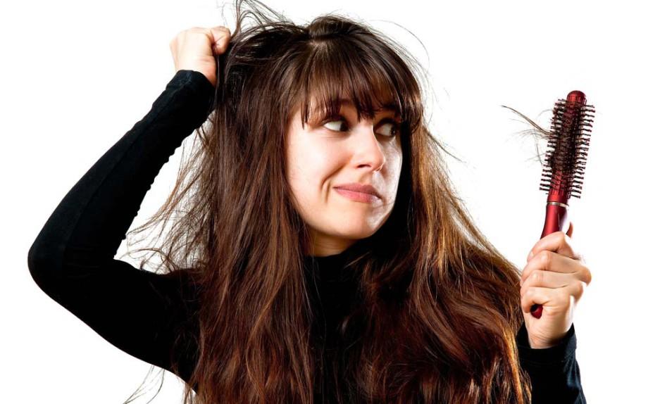 caduta-capelli-donne-cause-rimedi
