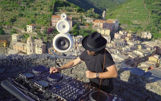 Benny Benassi con Dardust e Agron Hoti per rilanciare il turismo in Italia