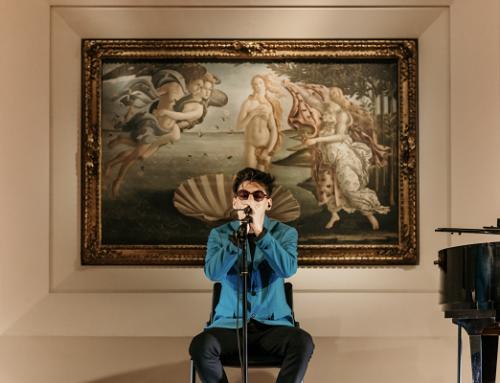 Giornata Mondiale dell'Arte: Emanuele Aloia la celebra cantando agli Uffizi