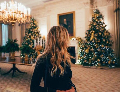Come vestirsi a Natale 2019: i consigli per outfit eleganti e alla moda