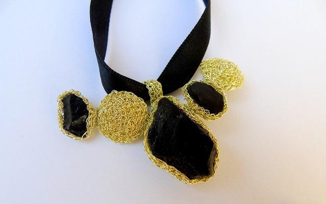 Maria Grazia Schinelli: la creatività made in Italy in gioielli unici al crochet