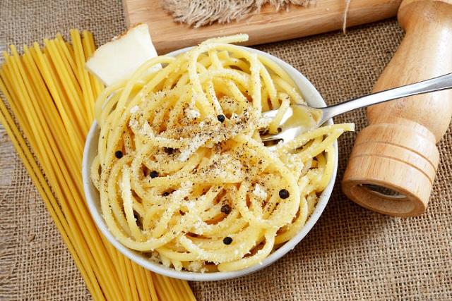 Spaghetti Cacio e Pepe - ricetta romana