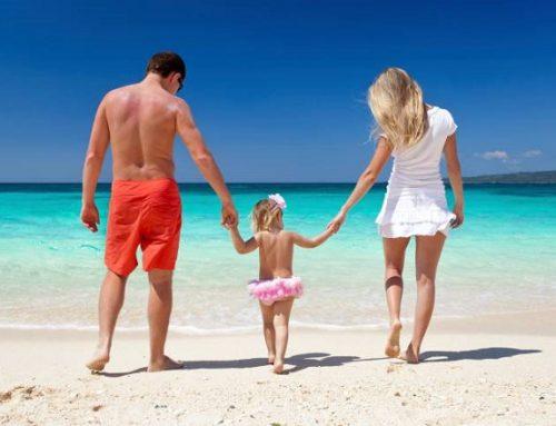Come preparare la pelle al sole: guida all'abbronzatura sicura per adulti e bimbi