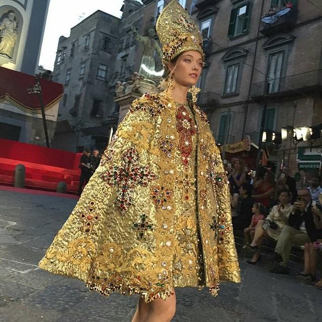 Abito Dolce&Gabbana ispirato a San Gennaro