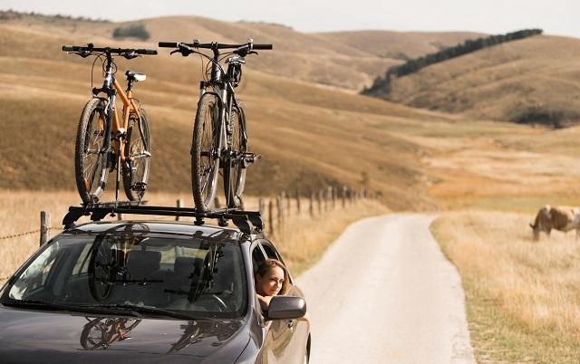Vacanze in bici destinazioni da non perdere e i consigli per caricarle in auto
