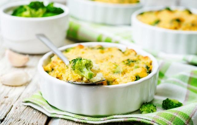 Ricetta dei broccoli gratinati al forno anche nella variante veggy