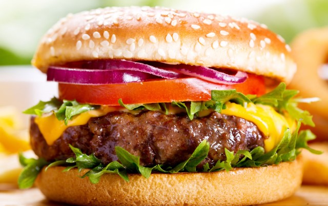 Burger Day: vediamo come preparare in casa un hamburger perfetto