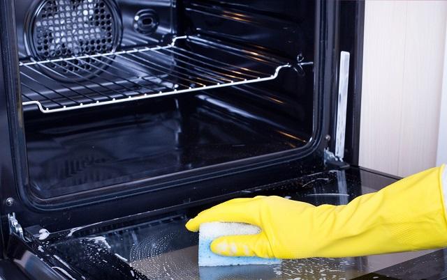 Come pulire il forno trucchi e consigli utili per tenerlo in ottimo stato
