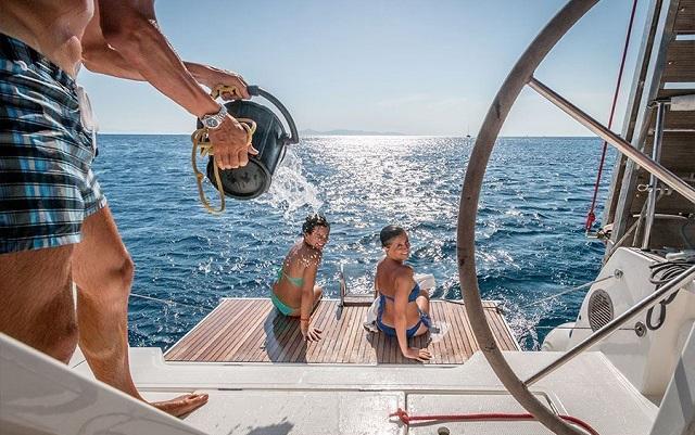 Vacanze in barca a vela godersi il mare il sicurezza con Mondovela y&v