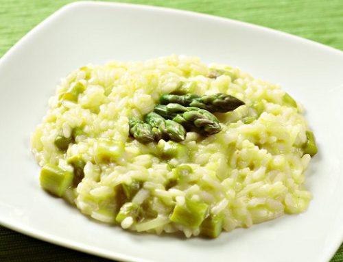Risotto agli asparagi: la ricetta must della Primavera made in Italy