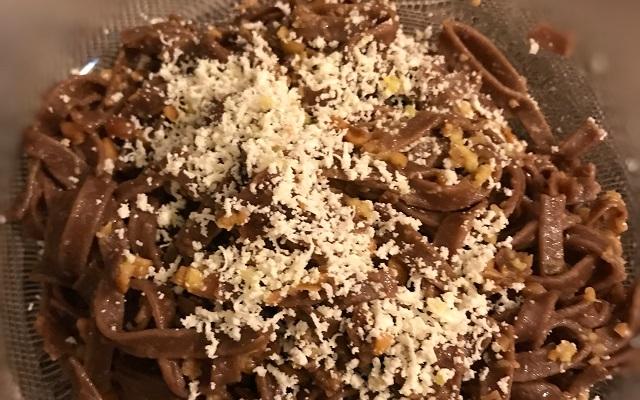 Ricetta delle Tagliatelle al cioccolato con mandorle e pinoli
