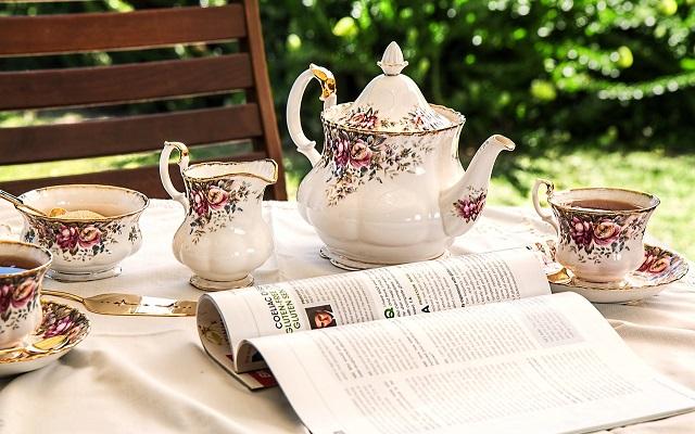 Tea Time come organizzare il tè con bon ton